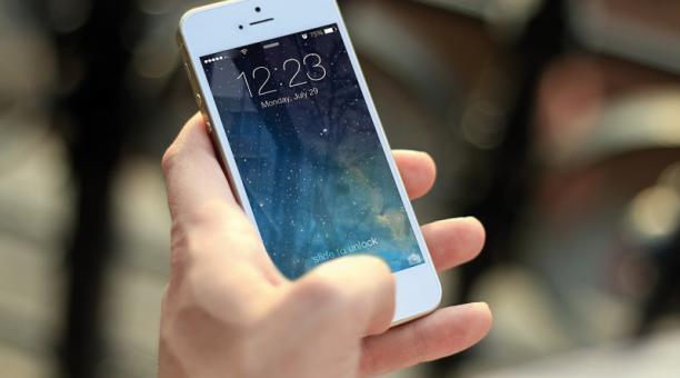Bancos conformes con tarifa de USD 0,09 más IVA para enviar dinero a través del celular